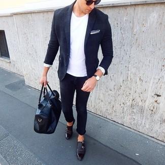 Wie kombinieren: dunkelblaues Wollsakko mit Schottenmuster, weißes T-Shirt mit einem Rundhalsausschnitt, dunkelblaue enge Jeans, schwarze Doppelmonks aus Leder
