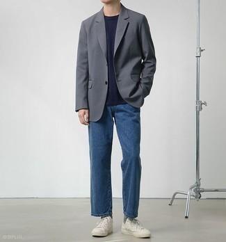 Graue Socken kombinieren – 500+ Herren Outfits: Tragen Sie ein graues Sakko und grauen Socken für einen entspannten Wochenend-Look. Fügen Sie weißen Segeltuch niedrige Sneakers für ein unmittelbares Style-Upgrade zu Ihrem Look hinzu.
