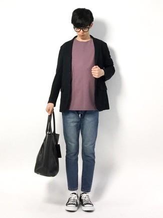 Teenager: Transparente Sonnenbrille kombinieren – 155 Herren Outfits: Paaren Sie ein schwarzes Sakko mit einer transparenten Sonnenbrille für einen entspannten Wochenend-Look. Wählen Sie schwarzen und weißen Segeltuch niedrige Sneakers, um Ihr Modebewusstsein zu zeigen.