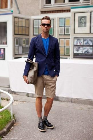 Graue horizontal gestreifte Socken kombinieren: Entscheiden Sie sich für ein dunkelblaues Sakko und grauen horizontal gestreiften Socken für einen entspannten Wochenend-Look. Setzen Sie bei den Schuhen auf die klassische Variante mit schwarzen Leder Derby Schuhen.