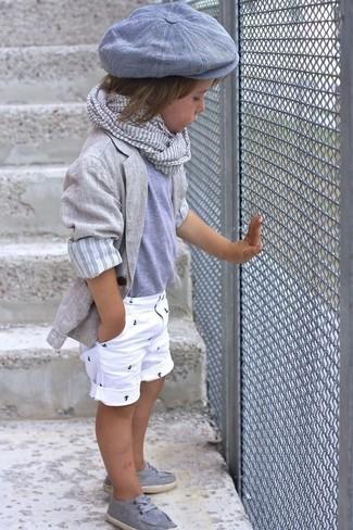 Wie kombinieren: graues Sakko, graues T-shirt, weiße Shorts, graue Bootsschuhe
