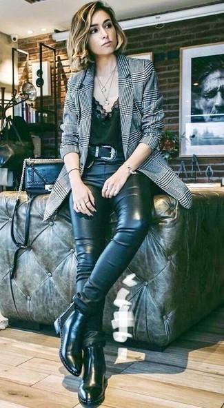 Graues Sakko mit Schottenmuster kombinieren: trends 2020: Ein graues Sakko mit Schottenmuster und schwarze enge Jeans aus Leder sind absolut lässige Basics und können mit einer Vielzahl von Stücken kombiniert werden, um ein schönes Alltags-Outfit zu erreichen. Suchen Sie nach leichtem Schuhwerk? Wählen Sie schwarzen Chelsea Boots aus Leder für den Tag.
