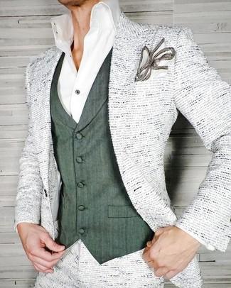 Wie kombinieren: weißes Tweed Sakko, dunkelgrüne Weste, weißes Businesshemd, weißes Einstecktuch