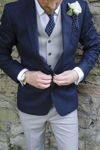 Wie kombinieren: dunkelblaues Sakko, graue Weste, weißes Businesshemd, graue Anzughose