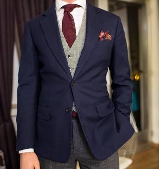 Wie kombinieren: dunkelblaues Sakko, graue Weste, weißes Businesshemd, graue Wollanzughose