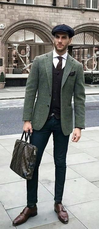 Wie kombinieren: dunkelgrünes Wollsakko mit Karomuster, schwarze Weste, weißes Businesshemd, schwarze Chinohose