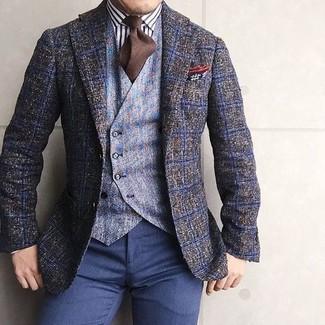 Wie kombinieren: olivgrünes Wollsakko mit Karomuster, hellblaue Wollweste, weißes und schwarzes vertikal gestreiftes Businesshemd, dunkelblaue Anzughose