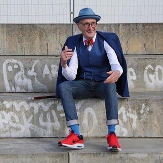 Wie kombinieren: dunkelblaues Sakko, dunkelblaue Weste, weißes Businesshemd, dunkelblaue Jeans