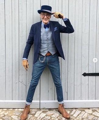 Wie kombinieren: dunkelblaues Sakko, graue Weste mit Karomuster, hellblaues Businesshemd, blaue enge Jeans