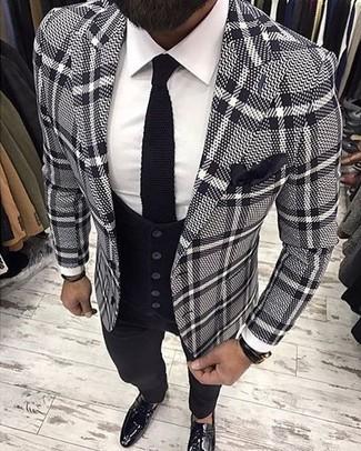 Wie kombinieren: graues Sakko mit Schottenmuster, schwarze Weste, weißes Businesshemd, schwarze Anzughose