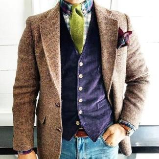 Wie kombinieren: braunes Wollsakko, dunkelblaue Kordweste, mehrfarbiges Businesshemd mit Schottenmuster, blaue enge Jeans