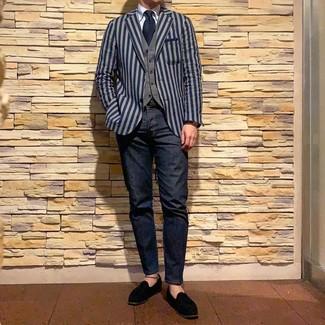 Wie kombinieren: dunkelblaues vertikal gestreiftes Sakko, graue Weste, hellblaues Businesshemd, dunkelblaue Jeans