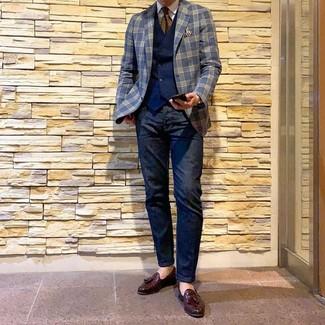 Wie kombinieren: dunkelblaues Sakko mit Schottenmuster, dunkelblaue Weste, weißes Businesshemd, dunkelblaue Jeans