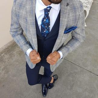 Dunkelblaue Weste kombinieren: Geben Sie den bestmöglichen Look ab in einer dunkelblauen Weste und einer dunkelblauen Anzughose. Wenn Sie nicht durch und durch formal auftreten möchten, ergänzen Sie Ihr Outfit mit dunkelblauen Leder Oxford Schuhen.