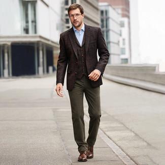 Hellblaues Businesshemd kombinieren: trends 2020: Entscheiden Sie sich für ein hellblaues Businesshemd und eine olivgrüne Chinohose, wenn Sie einen gepflegten und stylischen Look wollen. Komplettieren Sie Ihr Outfit mit einer braunen Lederfreizeitstiefeln.