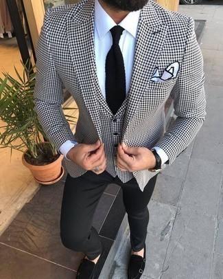Schwarze Strick Krawatte kombinieren: trends 2020: Kombinieren Sie ein weißes und schwarzes Sakko mit Hahnentritt-Muster mit einer schwarzen Strick Krawatte für eine klassischen und verfeinerte Silhouette. Schwarze Doppelmonks aus Wildleder fügen sich nahtlos in einer Vielzahl von Outfits ein.