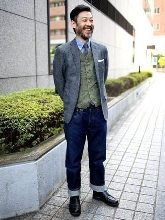 Weste kombinieren: trends 2020: Kombinieren Sie eine Weste mit dunkelblauen Jeans für eine klassischen und verfeinerte Silhouette. Wenn Sie nicht durch und durch formal auftreten möchten, komplettieren Sie Ihr Outfit mit einer schwarzen Lederfreizeitstiefeln.