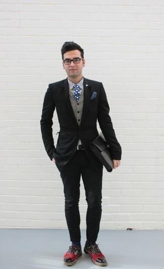 Weißes und dunkelblaues vertikal gestreiftes Businesshemd kombinieren: trends 2020: Tragen Sie ein weißes und dunkelblaues vertikal gestreiftes Businesshemd und eine schwarze Chinohose für Drinks nach der Arbeit. Fühlen Sie sich mutig? Entscheiden Sie sich für mehrfarbigen Leder Oxford Schuhe.