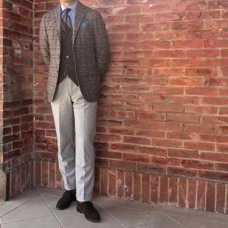 Braunes Wollsakko mit Schottenmuster kombinieren – 52 Herren Outfits: Kombinieren Sie ein braunes Wollsakko mit Schottenmuster mit einer grauen Anzughose für eine klassischen und verfeinerte Silhouette. Dieses Outfit passt hervorragend zusammen mit dunkelbraunen Monks aus Wildleder.