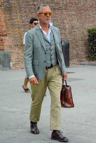 Schwarzen Ledergürtel kombinieren – 500+ Herren Outfits: Ein graues Sakko und ein schwarzer Ledergürtel sind eine gute Outfit-Formel für Ihre Sammlung. Dunkelrote Leder Oxford Schuhe putzen umgehend selbst den bequemsten Look heraus.