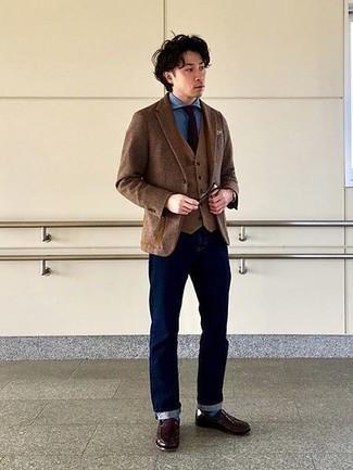 Türkise Socken kombinieren – 170 Herren Outfits: Für ein bequemes Couch-Outfit, erwägen Sie das Tragen von einem braunen Wollsakko und türkisen Socken. Fühlen Sie sich ideenreich? Ergänzen Sie Ihr Outfit mit dunkelbraunen Leder Slippern.