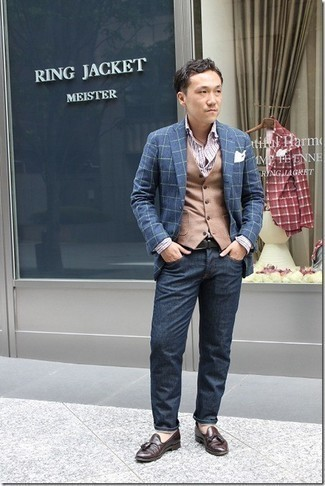 Dunkelbraune Leder Slipper mit Quasten kombinieren – 500+ Herren Outfits: Entscheiden Sie sich für ein dunkelblaues Sakko mit Karomuster und dunkelblauen Jeans für ein bequemes Outfit, das außerdem gut zusammen passt. Fühlen Sie sich ideenreich? Wählen Sie dunkelbraunen Leder Slipper mit Quasten.