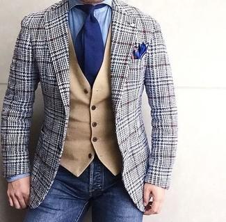 Graues Wollsakko mit Hahnentritt-Muster kombinieren – 8 Herren Outfits: Erwägen Sie das Tragen von einem grauen Wollsakko mit Hahnentritt-Muster und dunkelblauen Jeans für ein sonntägliches Mittagessen mit Freunden.