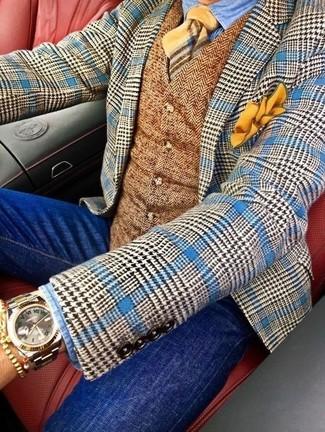 Wie kombinieren: blaues Wollsakko mit Hahnentritt-Muster, braune Wollweste mit Fischgrätenmuster, hellblaues Jeanshemd, blaue enge Jeans