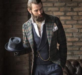 Wie kombinieren: dunkelgrünes Sakko mit Schottenmuster, dunkelgraue Weste, weißes Langarmhemd, dunkelblaue Anzughose