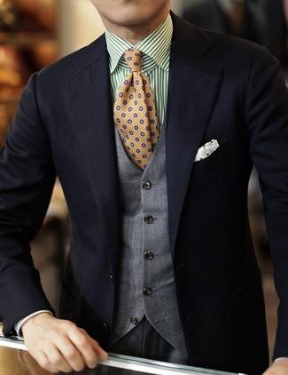 Wie kombinieren: schwarzes Sakko, graue Weste, weißes und grünes vertikal gestreiftes Langarmhemd, graue Anzughose