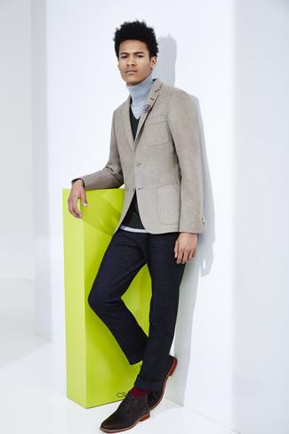 graues Wollsakko, schwarze Strick Weste, grauer Rollkragenpullover, dunkelblaue Wollanzughose für Herren