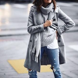 Grauen Pullover mit einer weiten Rollkragen kombinieren: trends 2020: Kombinieren Sie einen grauen Pullover mit einer weiten Rollkragen mit blauen engen Jeans mit Destroyed-Effekten, um einen ultralässigen Trend-Look zu erzielen.