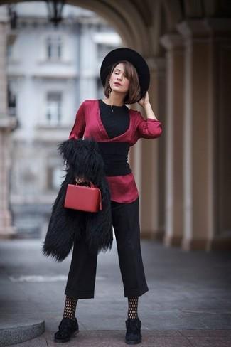 Kombinieren Sie eine schwarze pelzjacke mit einer schwarzen netzstrumpfhose von Asos, um vor Klasse und Perfektion zu strotzen. Vervollständigen Sie Ihr Look mit schwarzen wildleder plateau slippers.