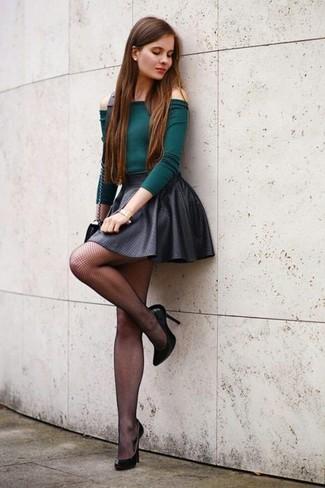 Ein dunkelgrünes schulterfreies oberteil und eine schwarze netzstrumpfhose für damen von Asos sind das Outfit Ihrer Wahl für faule Tage. Setzen Sie bei den Schuhen auf die klassische Variante mit schwarzen leder pumps.