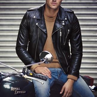 https://cdn.lookastic.de/looks/schwarze-leder-bikerjacke-beige-pullover-mit-rundhalsausschnitt-blaue-jeans-large-15092.jpg