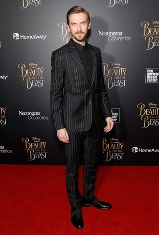 Wie kombinieren: schwarzer vertikal gestreifter Anzug, schwarzes Businesshemd, schwarze Leder Oxford Schuhe