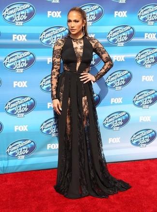 Jennifer Lopez trägt Schwarzes Spitze Ballkleid, Dunkelgraue Ohrringe