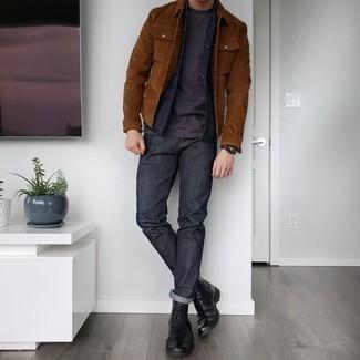 Schwarze ärmellose Jacke kombinieren – 166 Herren Outfits: Paaren Sie eine schwarze ärmellose Jacke mit dunkelgrauen Jeans, um mühelos alles zu meistern, was auch immer der Tag bringen mag. Fühlen Sie sich ideenreich? Komplettieren Sie Ihr Outfit mit einer schwarzen Lederfreizeitstiefeln.