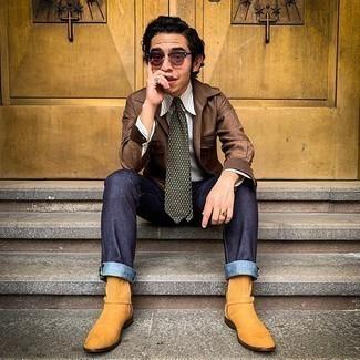 Dunkelrote Sonnenbrille kombinieren – 214 Herren Outfits: Paaren Sie eine braune Shirtjacke mit einer dunkelroten Sonnenbrille für einen entspannten Wochenend-Look. Fühlen Sie sich mutig? Vervollständigen Sie Ihr Outfit mit rotbraunen Chelsea Boots aus Wildleder.