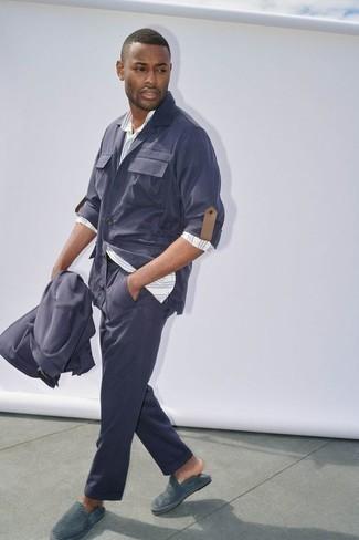 Mode für Herren ab 30 2020: Perfektionieren Sie den modischen Freizeitlook mit einer dunkelblauen Shirtjacke und einer dunkelblauen Chinohose. Suchen Sie nach leichtem Schuhwerk? Wählen Sie dunkeltürkisen Leder Espadrilles für den Tag.