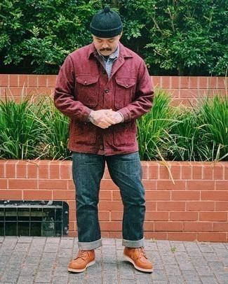 Dunkelblaue Jeans kombinieren – 1200+ Herren Outfits: Kombinieren Sie eine dunkelrote Shirtjacke mit dunkelblauen Jeans für ein bequemes Outfit, das außerdem gut zusammen passt. Dieses Outfit passt hervorragend zusammen mit einer rotbraunen Lederfreizeitstiefeln.