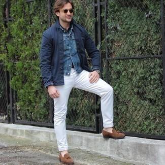30 Jährige: Hose kombinieren – 500+ Herren Outfits: Entscheiden Sie sich für eine dunkelblaue Shirtjacke und eine Hose für ein sonntägliches Mittagessen mit Freunden. Ergänzen Sie Ihr Outfit mit braunen Wildleder Slippern mit Quasten, um Ihr Modebewusstsein zu zeigen.