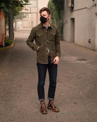 Braunen Ledergürtel kombinieren – 500+ Herren Outfits: Eine olivgrüne Shirtjacke und ein brauner Ledergürtel sind eine kluge Outfit-Formel für Ihre Sammlung. Fügen Sie eine dunkelbraune Lederfreizeitstiefel für ein unmittelbares Style-Upgrade zu Ihrem Look hinzu.