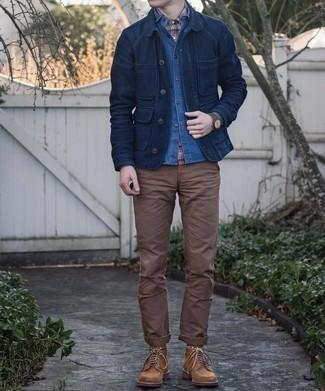Dunkelblaues Chambray Langarmhemd kombinieren – 500+ Herren Outfits: Kombinieren Sie ein dunkelblaues Chambray Langarmhemd mit einem dunkelblauen Chambray Langarmhemd für ein sonntägliches Mittagessen mit Freunden. Komplettieren Sie Ihr Outfit mit einer braunen Wildlederfreizeitstiefeln.