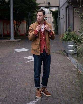 Braune Lederfreizeitstiefel kombinieren – 500+ Herren Outfits: Vereinigen Sie eine beige Shirtjacke mit dunkelblauen Jeans für ein Alltagsoutfit, das Charakter und Persönlichkeit ausstrahlt. Eine braune Lederfreizeitstiefel sind eine gute Wahl, um dieses Outfit zu vervollständigen.
