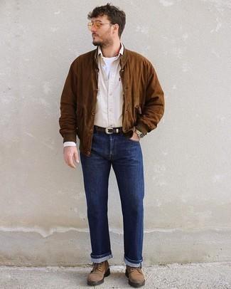 Hellbeige Langarmhemd kombinieren – 255 Herren Outfits: Kombinieren Sie ein hellbeige Langarmhemd mit dunkelblauen Jeans für ein großartiges Wochenend-Outfit. Eine braune Wildlederfreizeitstiefel putzen umgehend selbst den bequemsten Look heraus.