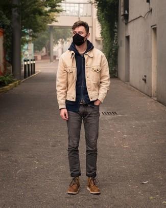Braune Lederfreizeitstiefel kombinieren – 500+ Herren Outfits: Kombinieren Sie eine hellbeige Shirtjacke aus Cord mit dunkelgrauen Jeans, um einen lockeren, aber dennoch stylischen Look zu erhalten. Eine braune Lederfreizeitstiefel sind eine kluge Wahl, um dieses Outfit zu vervollständigen.
