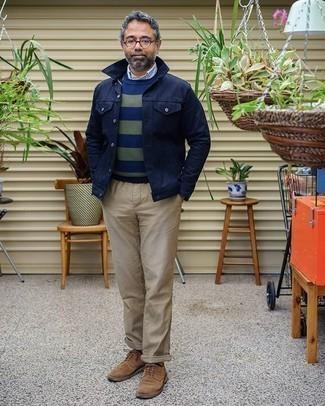 Orange Socken kombinieren – 177 Herren Outfits: Eine dunkelblaue Shirtjacke und orange Socken sind eine großartige Outfit-Formel für Ihre Sammlung. Braune Wildleder Derby Schuhe bringen klassische Ästhetik zum Ensemble.