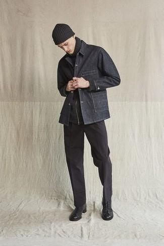 Schwarze Shirtjacke aus Jeans kombinieren – 3 Herren Outfits: Tragen Sie eine schwarze Shirtjacke aus Jeans und eine schwarze Chinohose für Drinks nach der Arbeit. Eine schwarze Lederfreizeitstiefel sind eine großartige Wahl, um dieses Outfit zu vervollständigen.