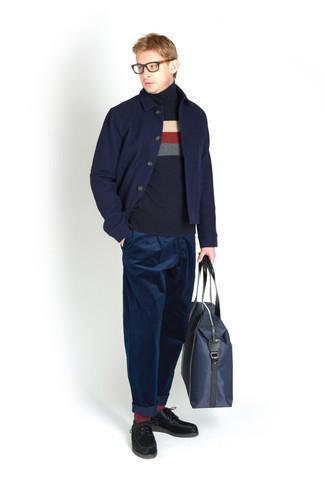Transparente Sonnenbrille kombinieren – 500+ Herren Outfits: Für ein bequemes Couch-Outfit, vereinigen Sie eine dunkelblaue Shirtjacke mit einer transparenten Sonnenbrille. Fühlen Sie sich ideenreich? Entscheiden Sie sich für schwarzen Wildleder Derby Schuhe.